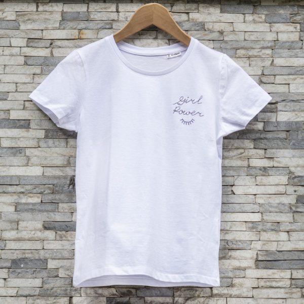T-shirt-ricamata-cotone-organico-feminist-girl-power-sopracciglia-maglietta