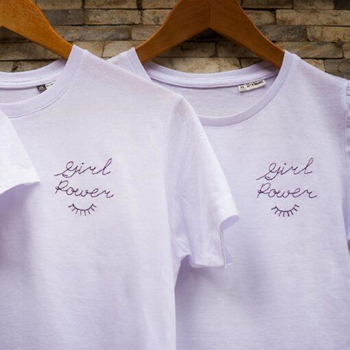 T-shirt-girl-power-design-ricamata-feminist-maglietta-cotone-organico-sopracciglio