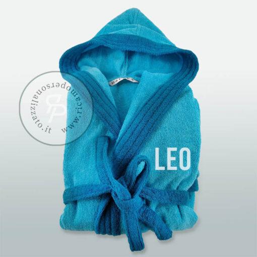 accappatoio bambino personalizzato con nome ricamato sul frontale lato cuore Leo stampatello