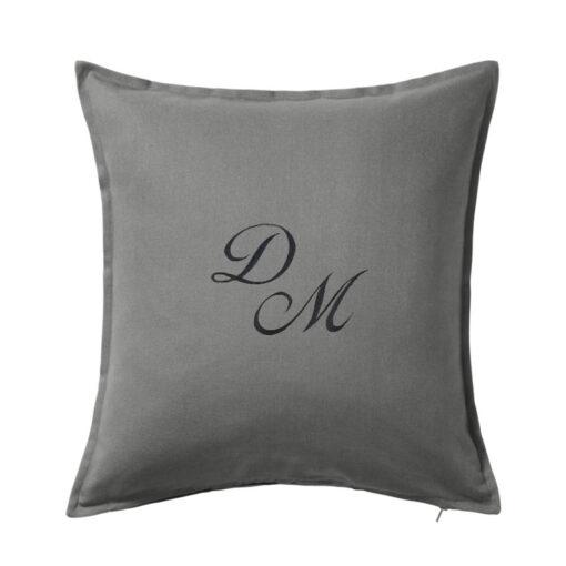 Cuscino-cotone-personalizzato-con-iniziali-ricamate-tessuto-scuro-antracite